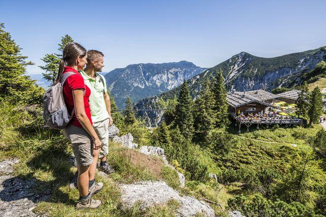 Im Berchtesgadener Land warten viele Naturerlebnisse wie der Wald-Idyll-Pfad oder die alte Salzbergwerk-Trasse. Foto: djd/Bad Reichenhall/Predigtstuhlbahn