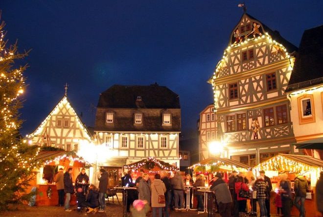 Bad Camberg: Die Weihnachtsmärkte in den über 100 Städten der Deutschen Fachwerkstraße umgibt ein wahrer Fachwerkzauber und sorgt für ein malerisches Ambiente. Foto: djd/Deutsche Fachwerkstraße/Bad Camberg