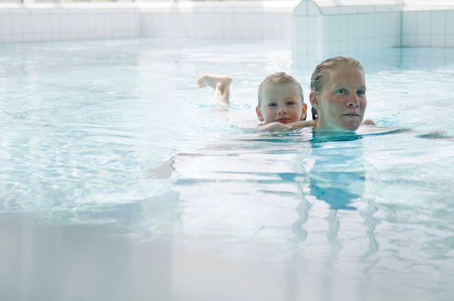 In der Sole-Therme können Familien aktiv entspannen und ganzjährig baden. Foto: djd/Otterndorf Marketing