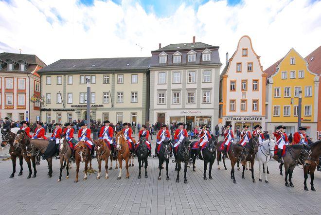 Der Kalte Markt am Montag nach dem Dreikönigstag ist für viele Ellwanger das Fest der Feste und ein wahrer Besuchermagnet. Foto: djd/Stadt Ellwangen