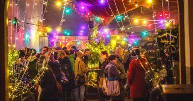 Der Meihnachtswarkt im Freiburger Café Pow lädt zum gemütlichen Verweilen ein. - Bild © David Lohmüller