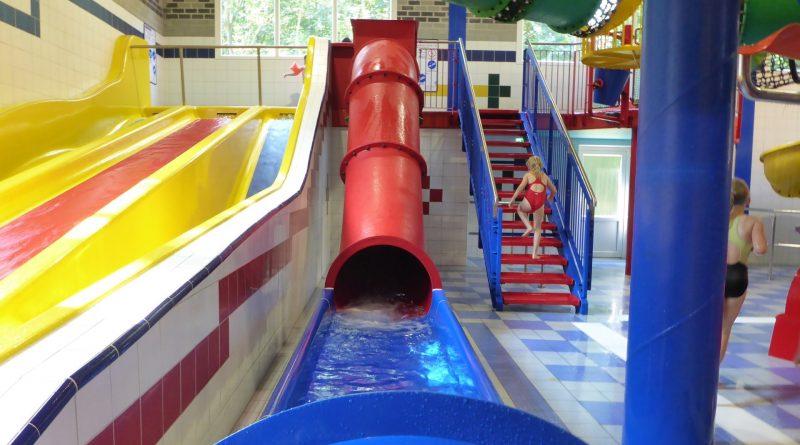 rote Kinder-Röhrenrutsche :: Children Speed Slide | Topas Spaßbad Schloss Dankern (Haren/Ems)