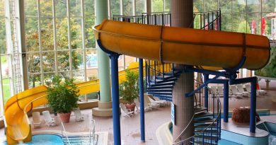 gelbe Riesenrutsche :: Yellow Indoor Slide | Felsland Badeparadies Dahn