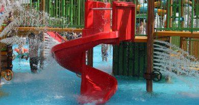 rote Spiralrutsche :: Water Play House | Skara Sommarland