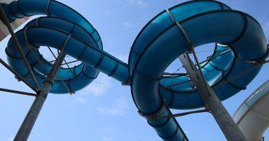 Black Tunnel :: blaue Reifenrutsche | Le Vele Acquapark San Gervasio Bresciano