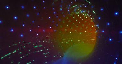 Black Hole :: Röhrenrutsche mit Licht-Effekten   Aquafit Waldmünchen
