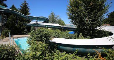 offene Freibadrutsche :: blaue Riesenrutsche   Hallen- und Freibad Reiden