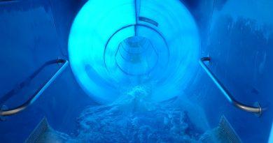Maya Mare Halle - blaue Reifenrutsche Onride