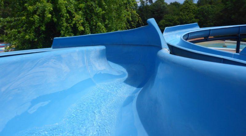 Riesenrutsche (links) / Freibad-Rutsche | Badepark Wörth