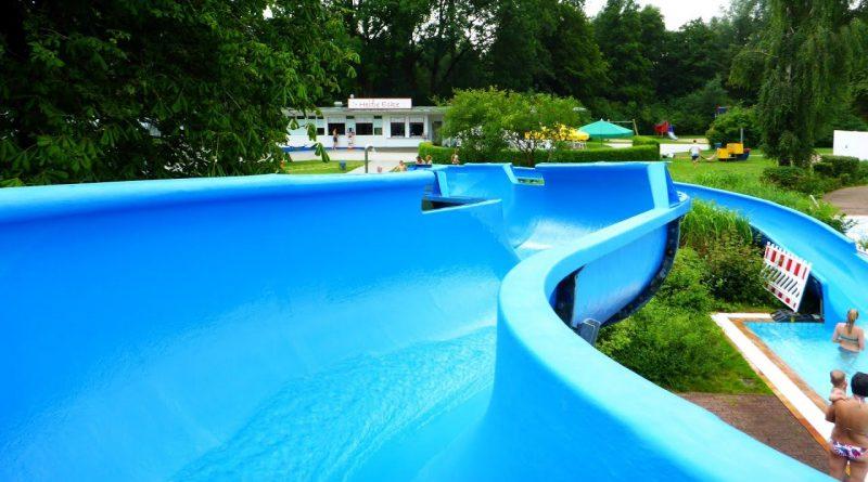 blaue Riesenrutsche :: Freibad-Rutsche | Badepark Elmshorn