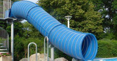 blaue Steilrutsche am Erlebnisbecken | Waldschwimmbad Stockstadt am Main