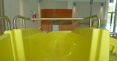 gelbe Kinderrutsche :: offene Riesenrutsche   Hylliebadet Malmö