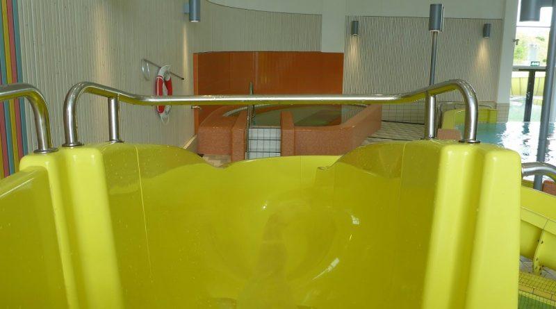 gelbe Kinderrutsche :: offene Riesenrutsche | Hylliebadet Malmö