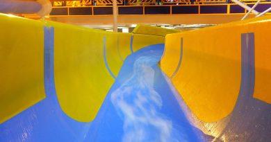 gelbe Riesenrutsche :: Röhrenrutsche | Water Meadows Swimming Mansfield