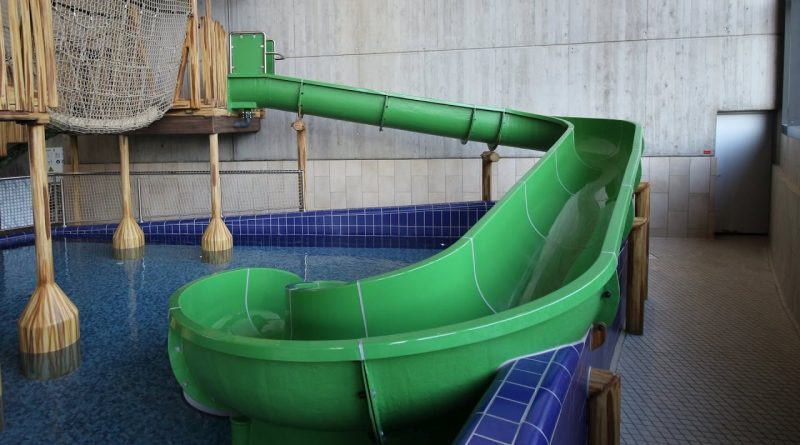 grüne Kinderrutsche :: offene Rutsche | Europabad Karlsruhe