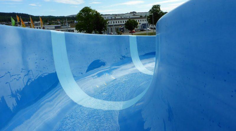 offene Freibad-Rutsche :: blaue Riesenrutsche | Rosenlundsbadet Jönköping