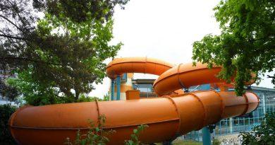 orangene Röhrenrutsche :: Black Hole | Elbamare Dresden