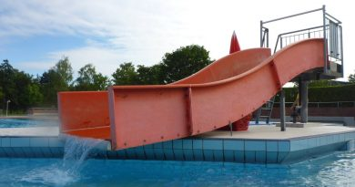 rote Breitrutsche :: Beckenrutsche | Leobad Eltingen Leonberg