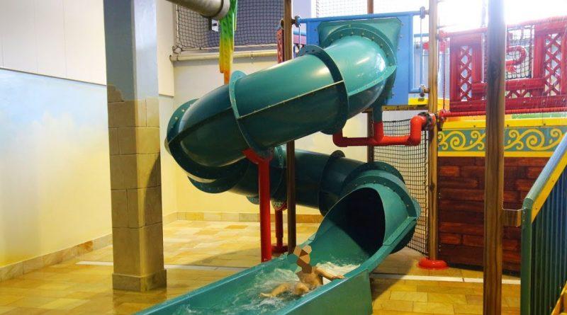 Kinder-Röhrenrutsche :: grüne Spiralrutsche | Hotel Löwe Serfaus