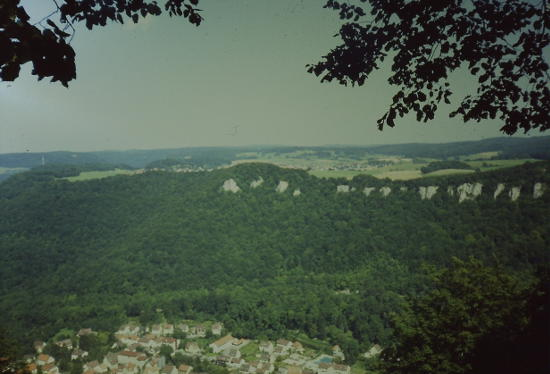 Blick von Schloss Lichtenstein hinab nach Honau. Bild: selbst