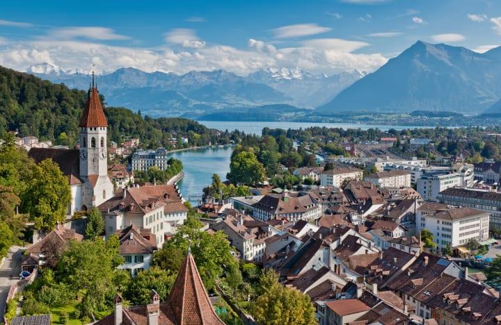 Thun: Sicht auf die Stadt Thun mit dem Schloss © Interlaken Tourismus Byline: swiss-image.ch/Jan Geerk