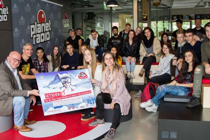 Preisübergabe an die Schüler der Klasse 10a der John-F.-Kennedy-Schule ©Schweiz Tourismus