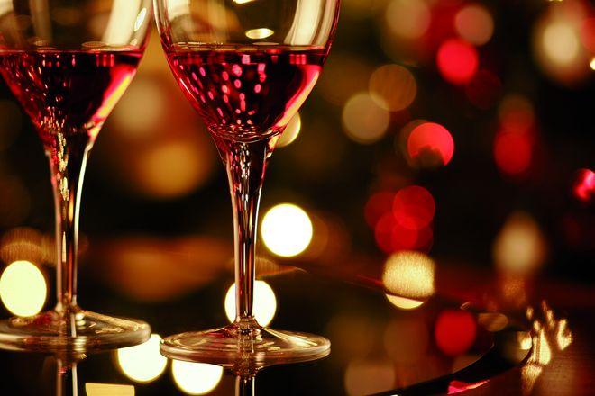 Mit Weinen aus Württemberg kann Weihnachten beginnen. Foto: kieferpix/istockphoto.com/akz-o