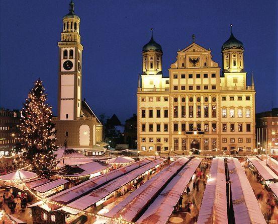 Der Augsburger Weihnachtsmarkt gilt als einer der größten und ältesten Märkte ganz Deutschlands. Bild: Romantische Straße