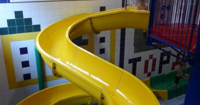 gelbe Kinder-Rutsche :: Yellow Children Slide | Topas Spaßbad Schloss Dankern (Haren/Ems)