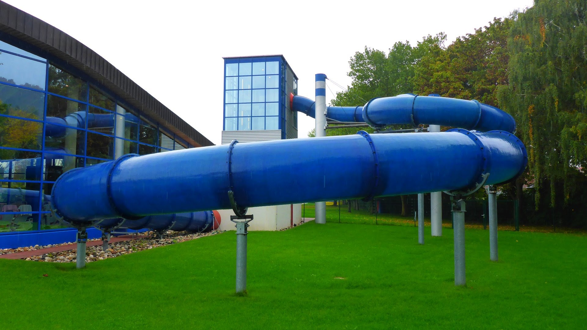 blaue Röhrenrutsche :: Fast Tube Slide | Aquaria Coburg