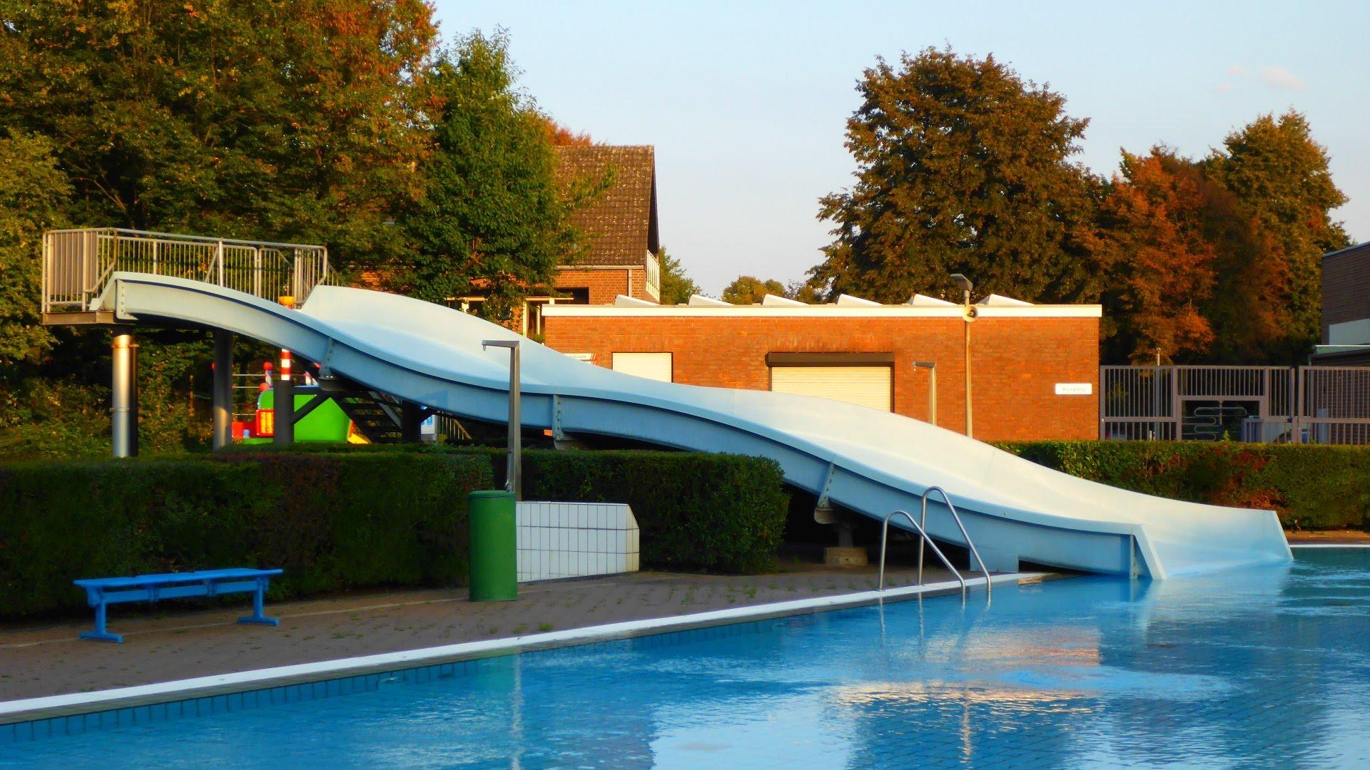 Breitrutsche (Freibad) :: Large Wave Slide   aqua-sol Kempen