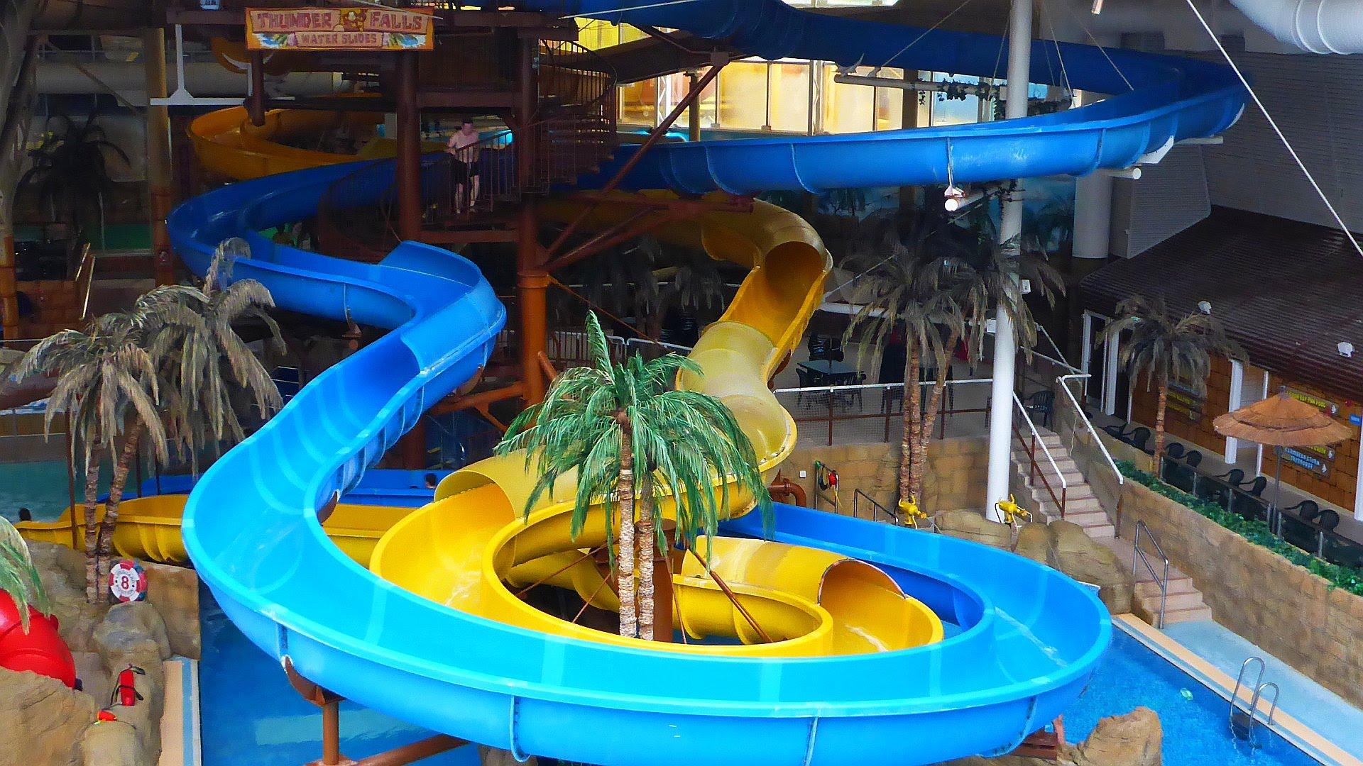 Thunderfalls Waterslide (blaue Rutsche) :: blue Water Slide | Sandcastle Waterpark Blackpool