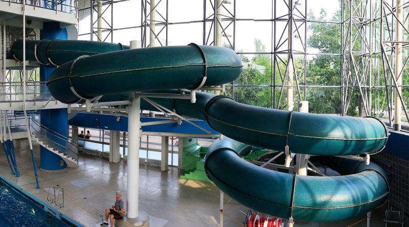 grüne Röhrenrutsche | Alster-Schwimmhalle Hamburg
