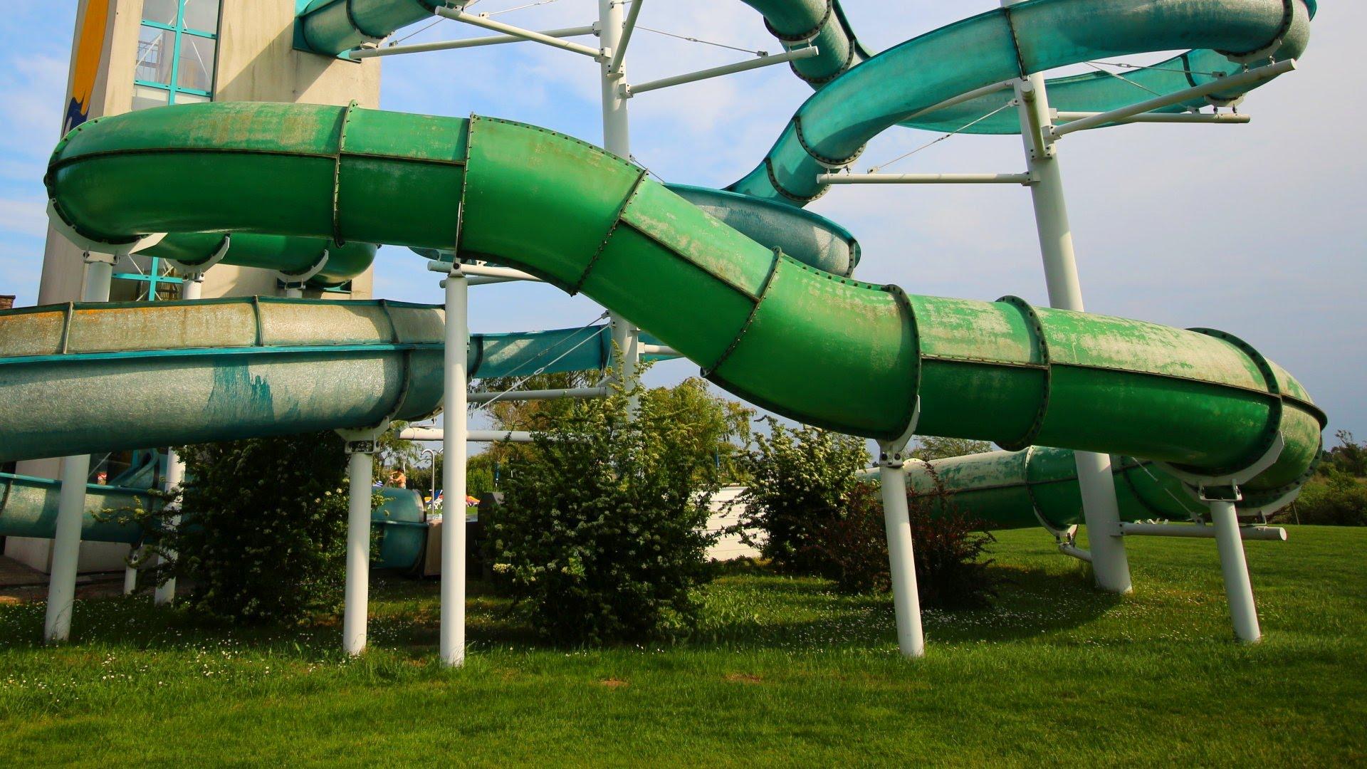 Hallenbad Neusiedl am See   grüne Röhrenrutsche Onride