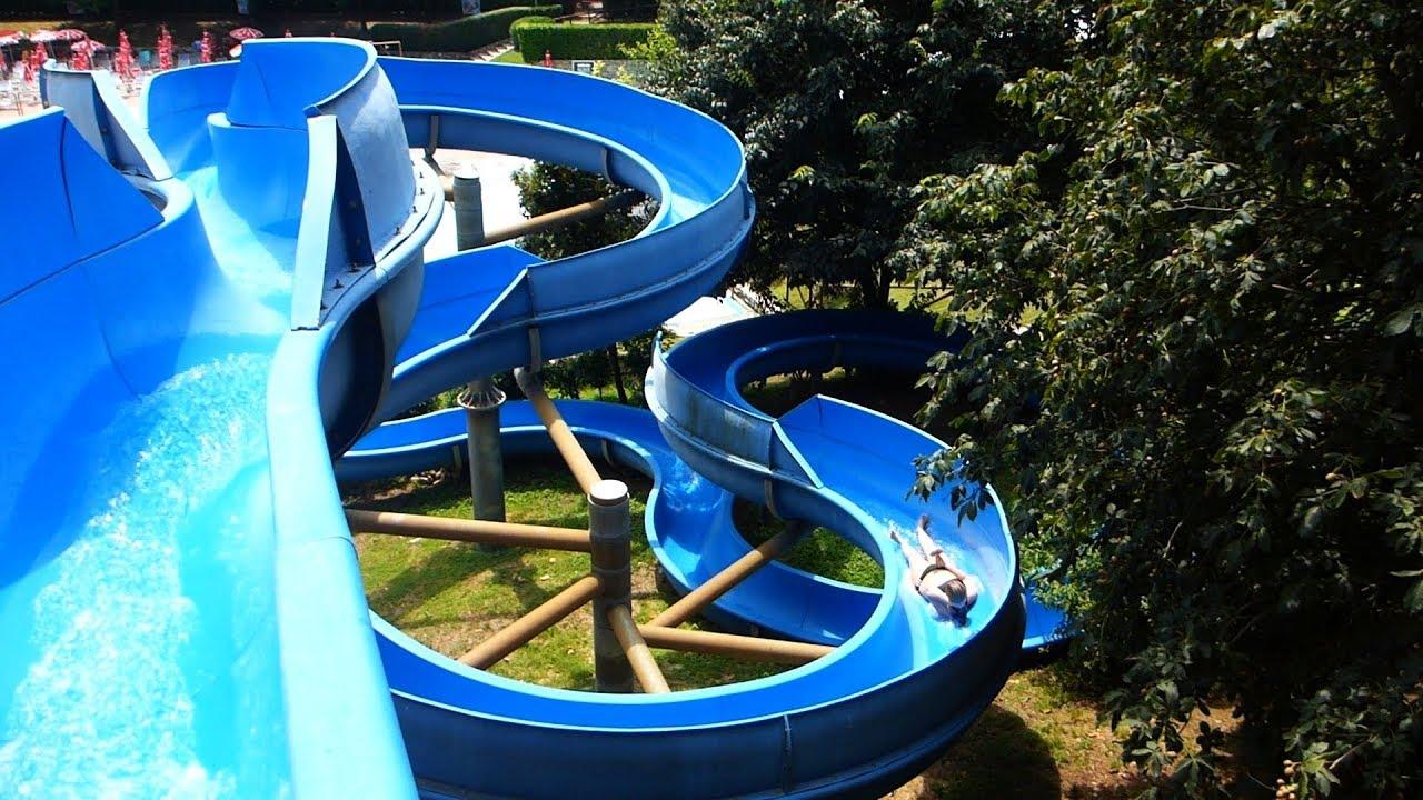 offene Riesenrutsche (rechts) :: blaue Rutsche | Acquasplash Franciacorta Corte Franca