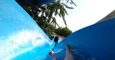 offene Riesenrutsche (links) :: blaue Rutsche | Acquasplash Franciacorta Corte Franca