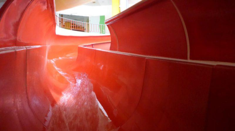 Extrem schnelle Tunnelrutsche / extrem fast waterslide | Erlebnisbad Mayrhofen