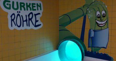 """Spreewelten Bad Lübbenau - Röhrenrutsche """"Gurken Röhre"""" Onride"""