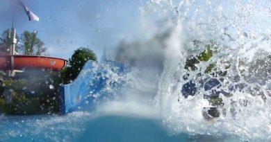 blaue Breitrutsche :: Breit-Wellenrutsche | Freibad Harsefeld