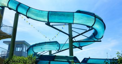 blaue Freibad-Rutsche :: schnelle Riesenrutsche | Freibad Adendorf
