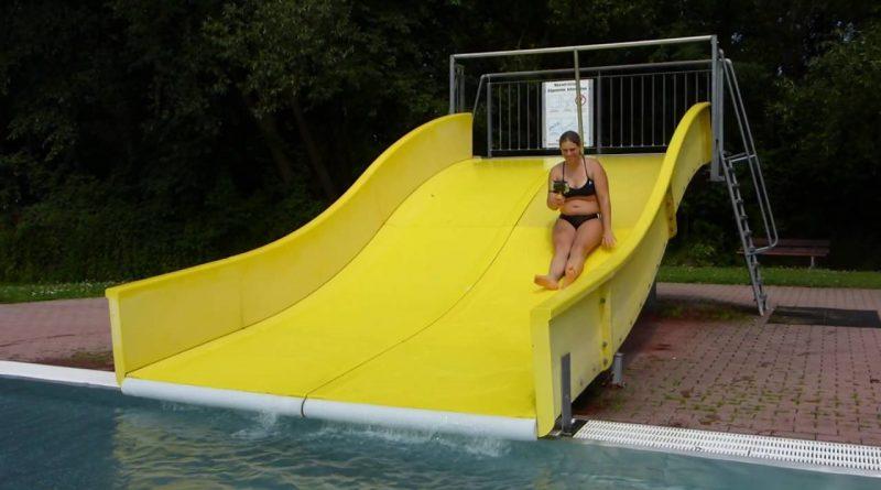 gelbe Breitrutsche :: Freibad-Rutsche | Stadtbad Vilsbiburg