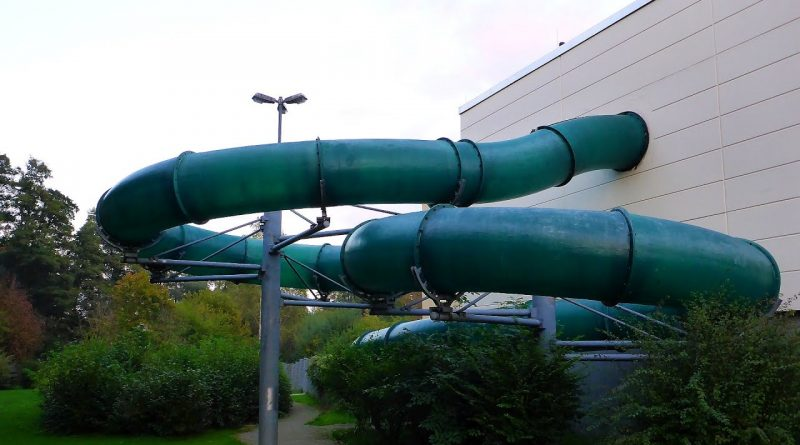 grüne Röhrenrutsche :: Green Family Slide | Die Welle Lauterbach
