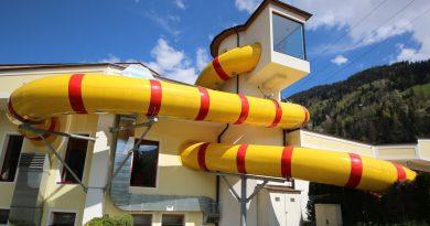 gelbe Röhrenrutsche :: Wettkampfrutsche | Erlebnis Comfort Camping Aufenfeld