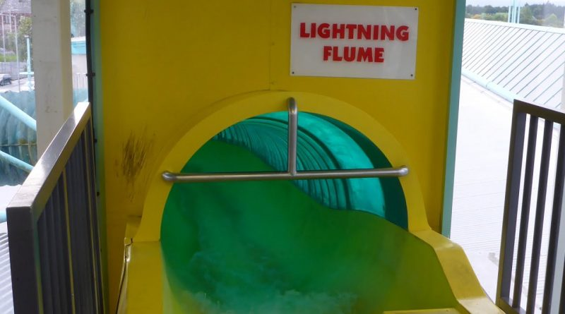 Lightning Flume :: gelbe Riesenrutsche | The Time Capsule Coatbridge