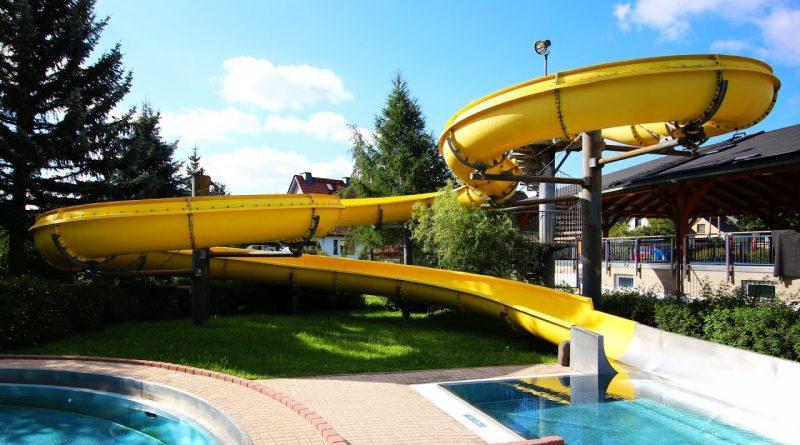 offene Riesenrutsche :: gelbe Freibad-Rutsche | Erlebnisbad Dorfhain