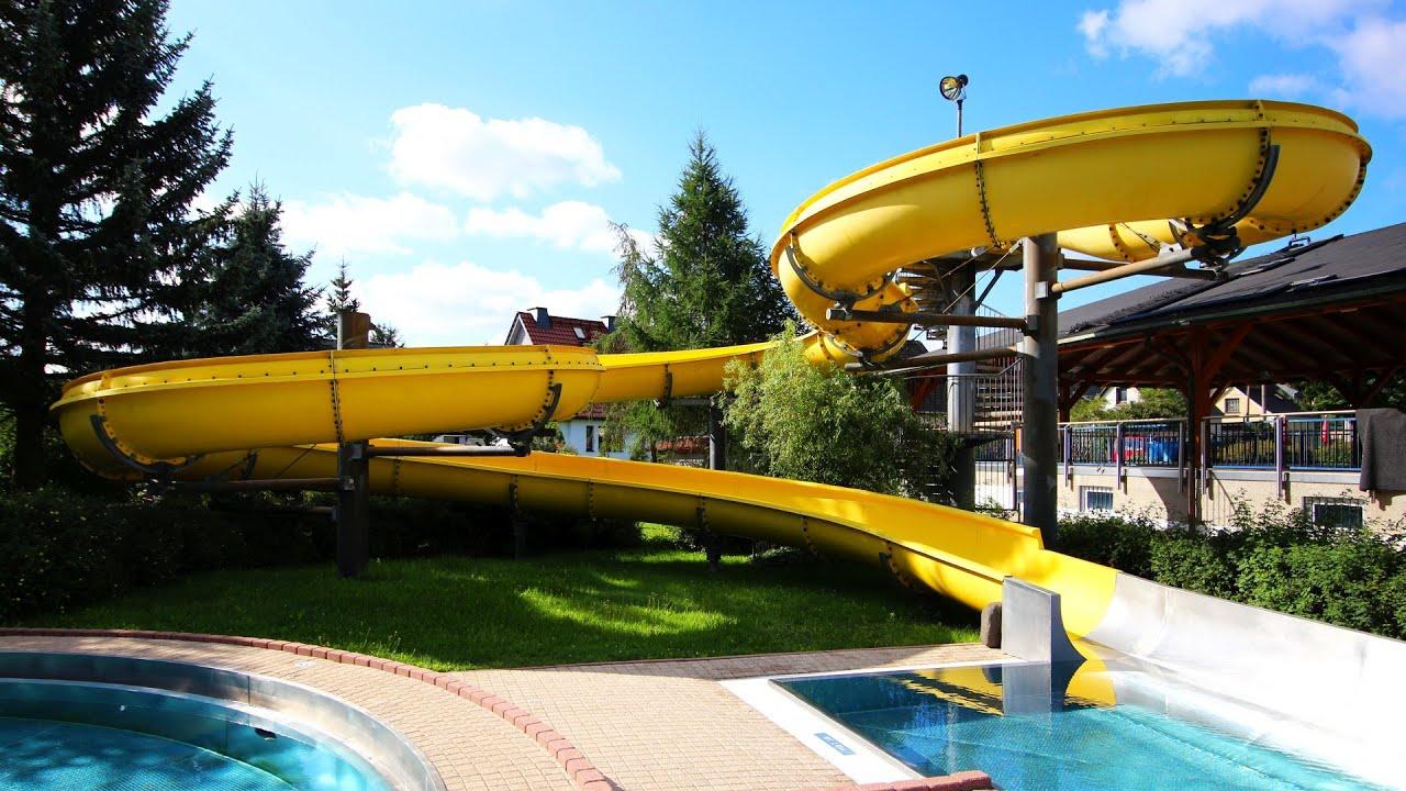 offene Riesenrutsche :: gelbe Freibad-Rutsche   Erlebnisbad Dorfhain