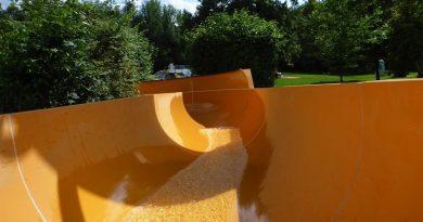 offene Riesenrutsche :: schnelle Freibad-Rutsche | Freibad Burgkirchen