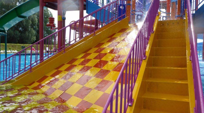 Kinder-Breitrutsche :: Wasserspielhaus-Rutsche | Tosselilla Sommarland Tomelilla