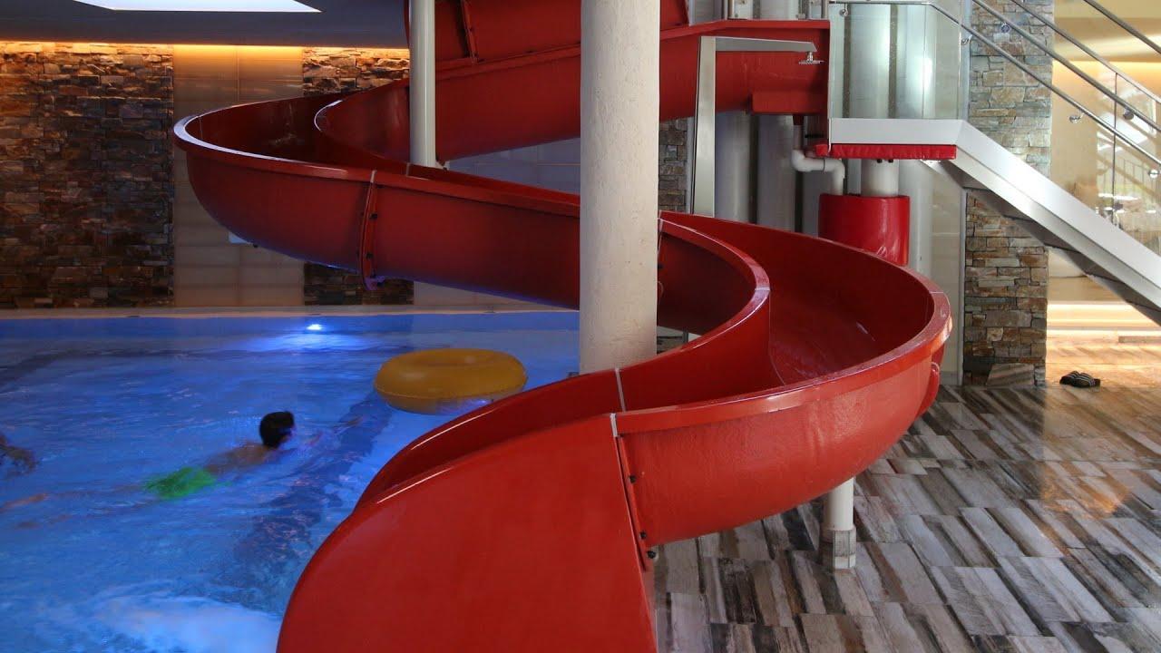 rote Kinder-Rutsche :: offene Rutsche   Hotel Alpenrose Maurach