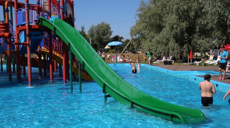 grüne Kinderrutsche :: Kinder-Steilrutsche | Tosselilla Sommarland Tomelilla